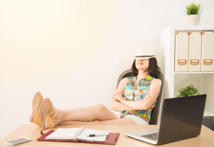 Moteris svajoja apie atostogas