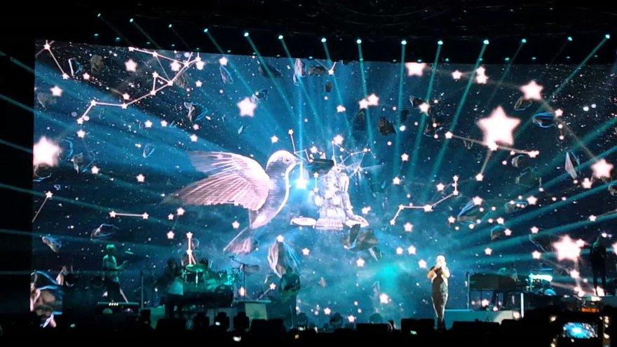 Video kadras/Eros Ramazzotti koncertas Milane