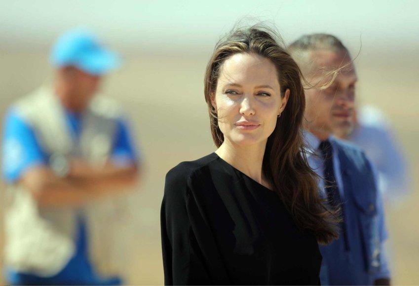 """""""Scanpix""""/""""SIPA"""" nuotr./Angelina Jolie pabėgėlių stovykloje Sirijoje"""