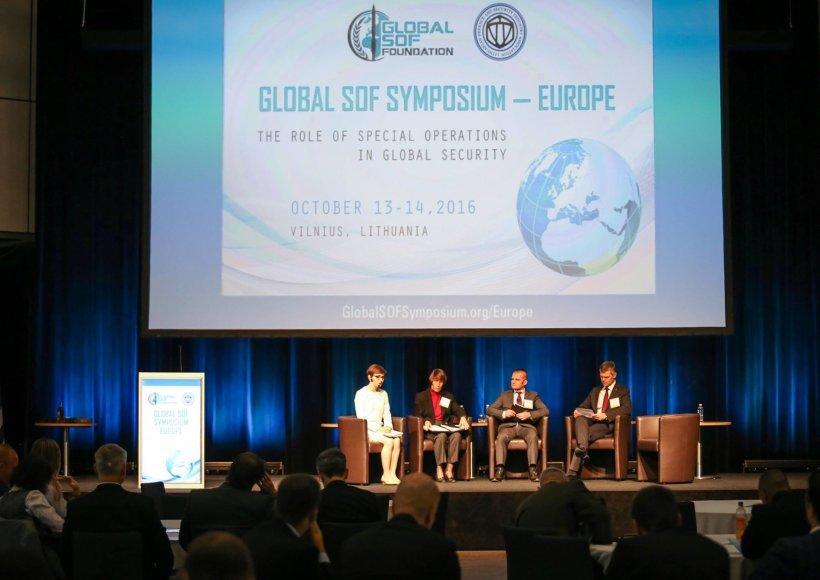 Iš kairės: Catherine Herridge, Theresa Whelan, Danielis Ilie ir Darius Jauniškis