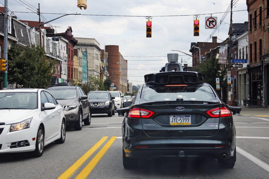 """""""Uber"""" automoninis automobilis Pitsburge"""