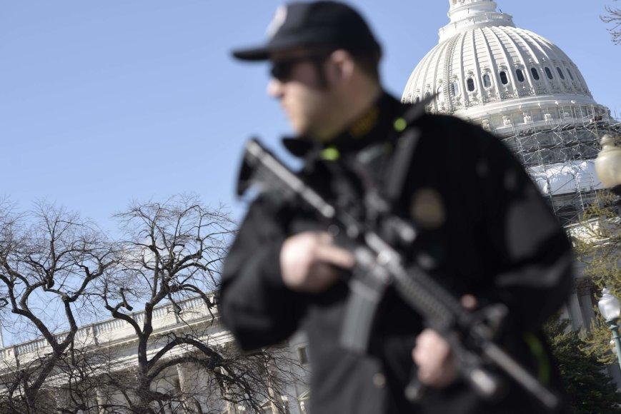 JAV policija prie Kapitolijaus