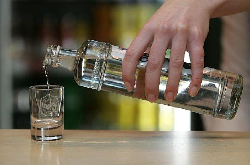 Lietuvio dienos norma – penki buteliai degtinės.