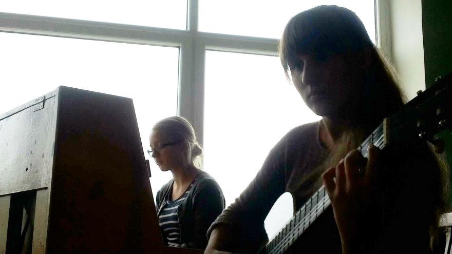 Jonė ir Laura