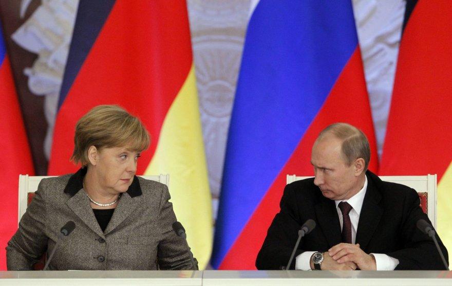 Vokietijos kanclerė Angela Merkel ir Rusijos prezidentas Vladimiras Putinas
