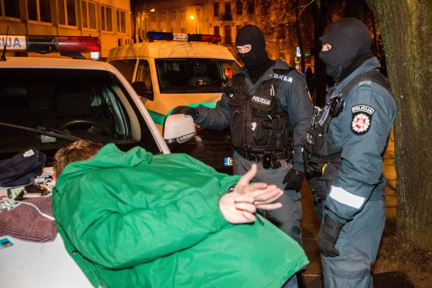Policijos reidas Vilniaus naktiniame bare ieškant narkotikų