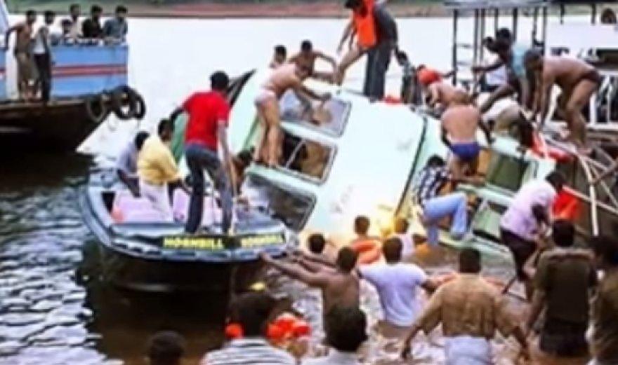 Bangladeše nuskendo laivas