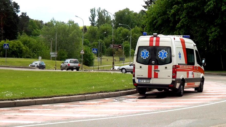 Greitosios pagalbos automobilis prie Santariškių žiedo