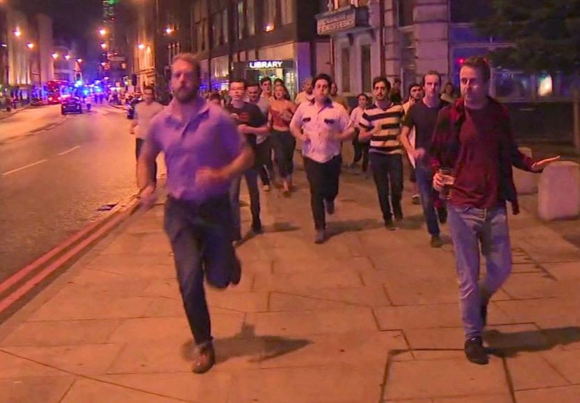 Vyras iš teroro akto vietos bėgo su alumi