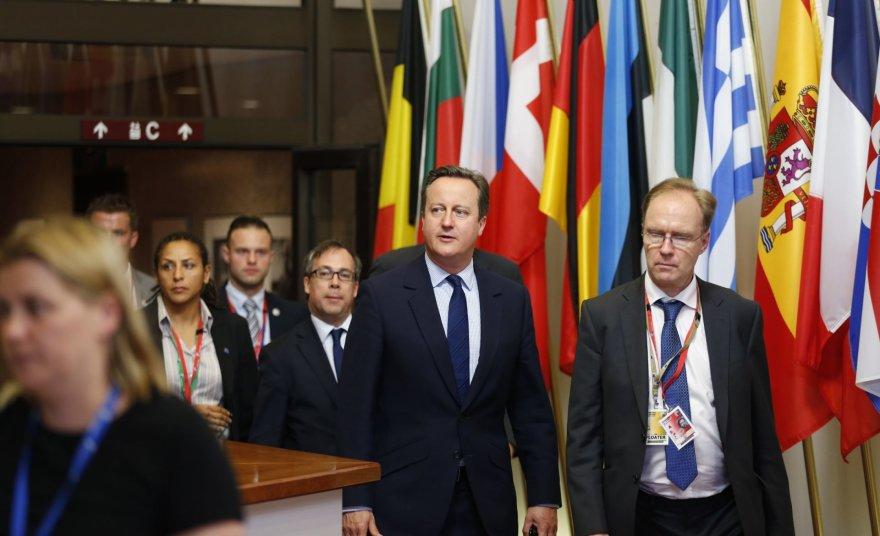 Davidas Cameronas (centre) ir Ivanas Rogersas (dešinėje)