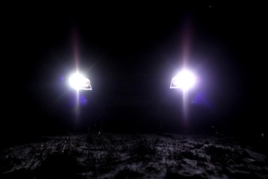 """""""Xenon"""" šviesos: kodėl mane akina šviečiantys kitų automobilių žibintai?"""
