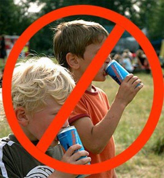 Vaikai geria energinius gėrimus
