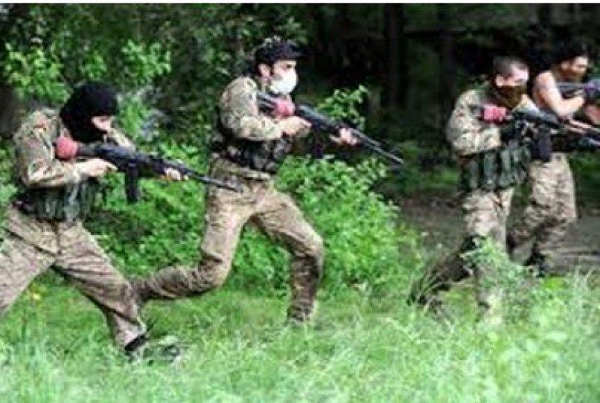 """Rusai viliojami makabriška """"pramoga"""" – turais į karo niokojamą Donbasą"""