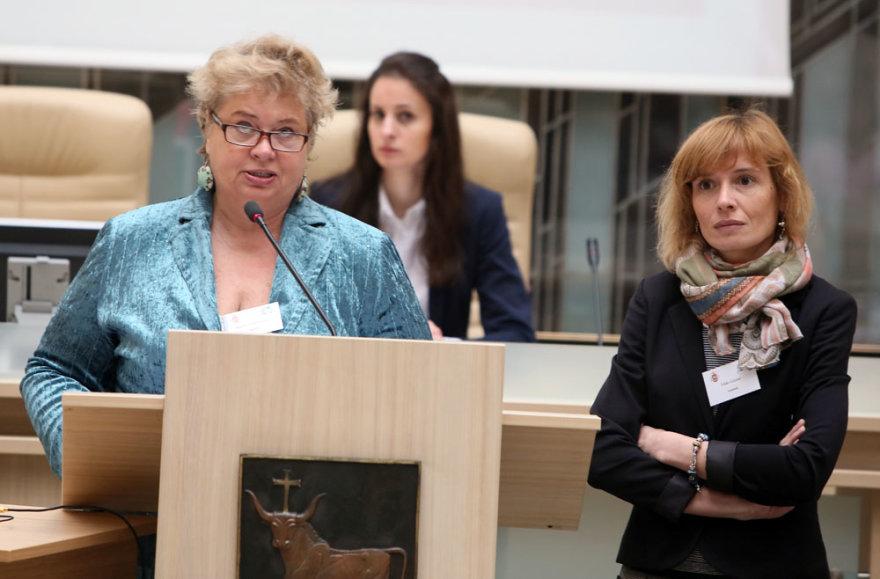 KTU mokslininkės Žaneta Simanavičienė (kairėje) ir Vilda Gižienė konferencijoje pristatė Kauno ekonominę ir demografinę situaciją