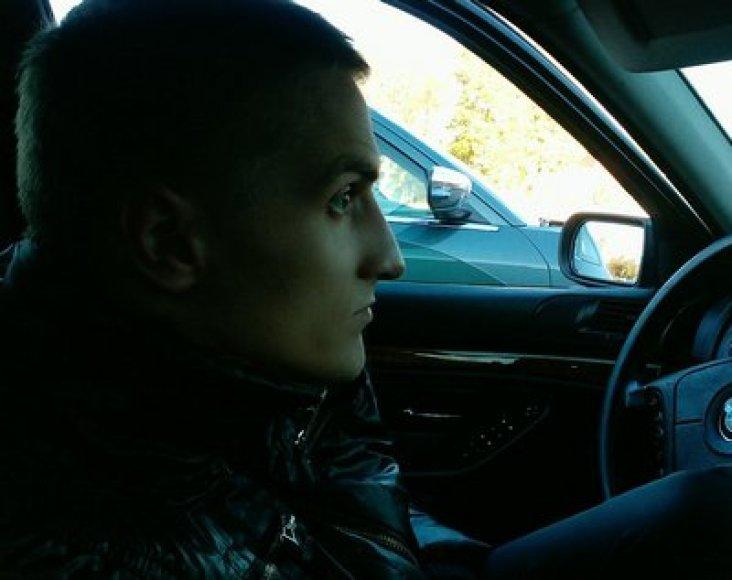 Jurik Sarelo prie BMW vairo