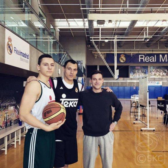 Tomas Balčiūnas (kairėje) su Jonu Mačiuliu ir treneriu Aurimu Jasilioniu