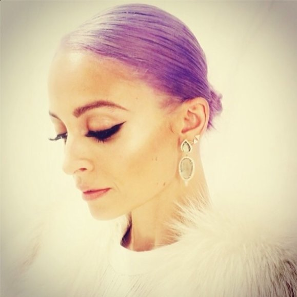 Nicole Richie plaukus nusidažė violetine spalva