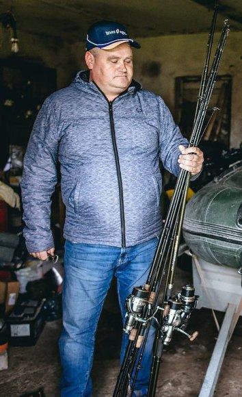 T.Preikšos nuotr. /Ūkininkas Darius Macelis nepraleidžia progos pažvejoti su tėvuku ir sūnumi