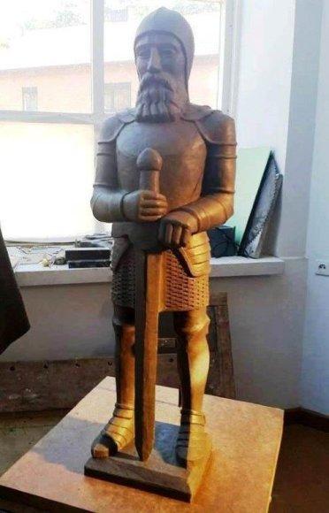 Siekis iki kitų metų Vasario 16-osios į Vytauto Didžiojo Karo muziejaus kariliono bokštą sugrąžinti Kario skulptūrą atrodo vis realesnis
