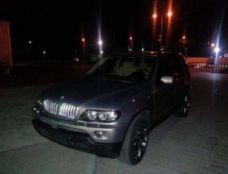 Kybartuose įtarimų sukėlęs visureigis BMW