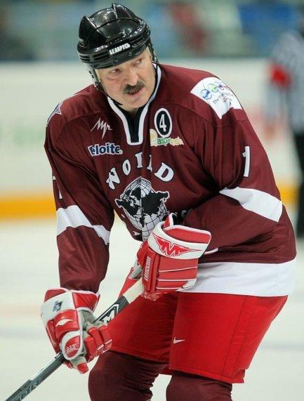 Aliaksandras Lukašenka yra prisiekęs ledo ritulio gerbėjas.