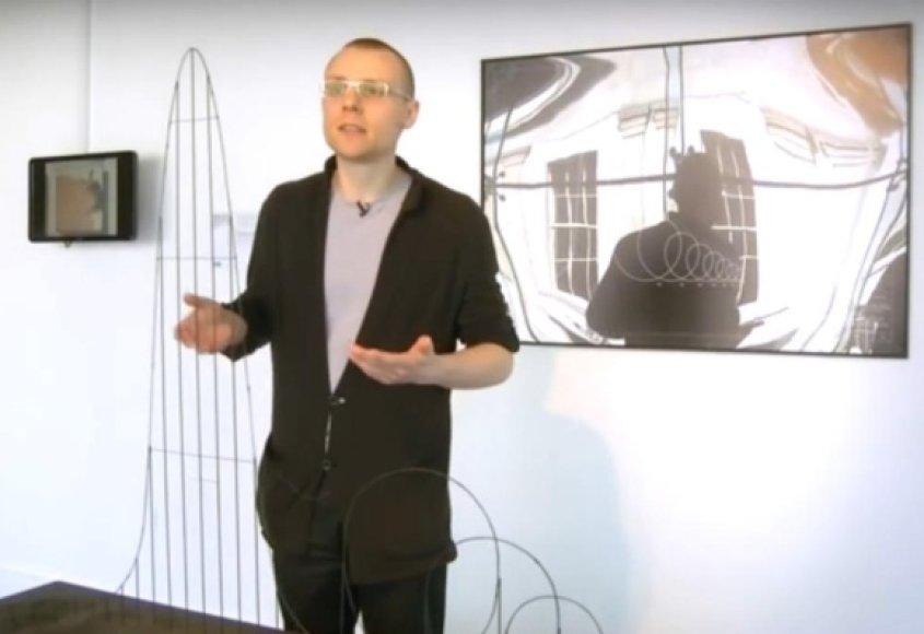 """Londone studijuojantis lietuvis Julijonas Urbonas demonstruoja mirties karuselės """"Euthanasia Coaster"""" (liet. eutanazijos kalneliai) koncepciją."""