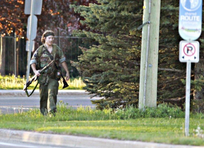 Kanadoje po didelių gaudynių suimtas policininkų nužudymu įtariamas Justinas Bourque
