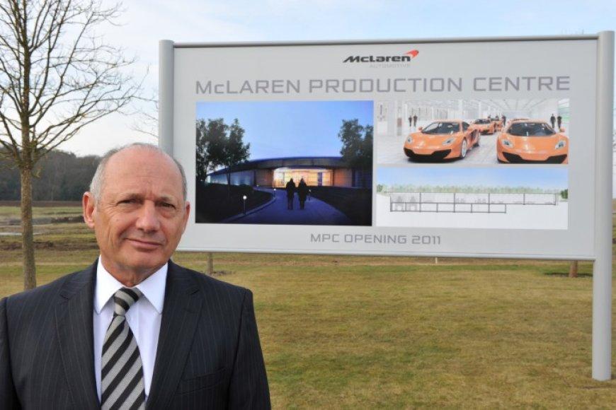 """""""McLaren Automotive"""" vadovas Ronas Dennisas"""