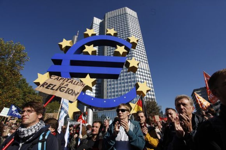Žmonės prie Europos centrinio banko