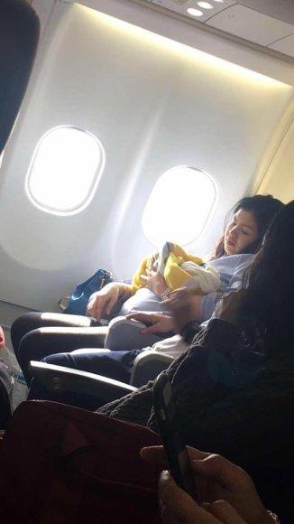 Lėktuve pagimdžiusi moteris