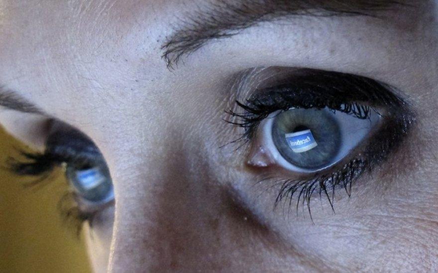 Virtualioje erdvėje taip pat galima sutikti sukčių, tad aklai pasikliauti jų pažadais nederėtų.