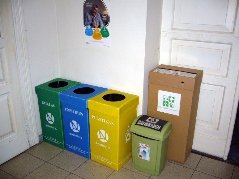 """KTU vykdomo projekto """"Žaliasis universitetas"""" vienas iš rezultatų – atliekų rūšiavimo konteineriai"""