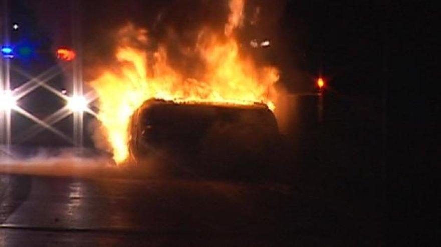 Degantis automobilis, iš kurio lietuviai ištraukė žmogų