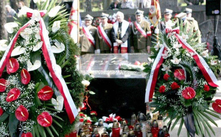 J.Pilsudskio širdies ir motinos kapas gausiai lankomas lenkų turistų.