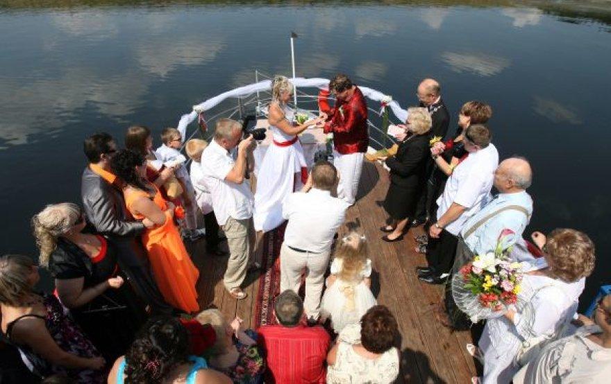 Laive ant Kauno marių vasarą tuokiasi nemažai kauniečių