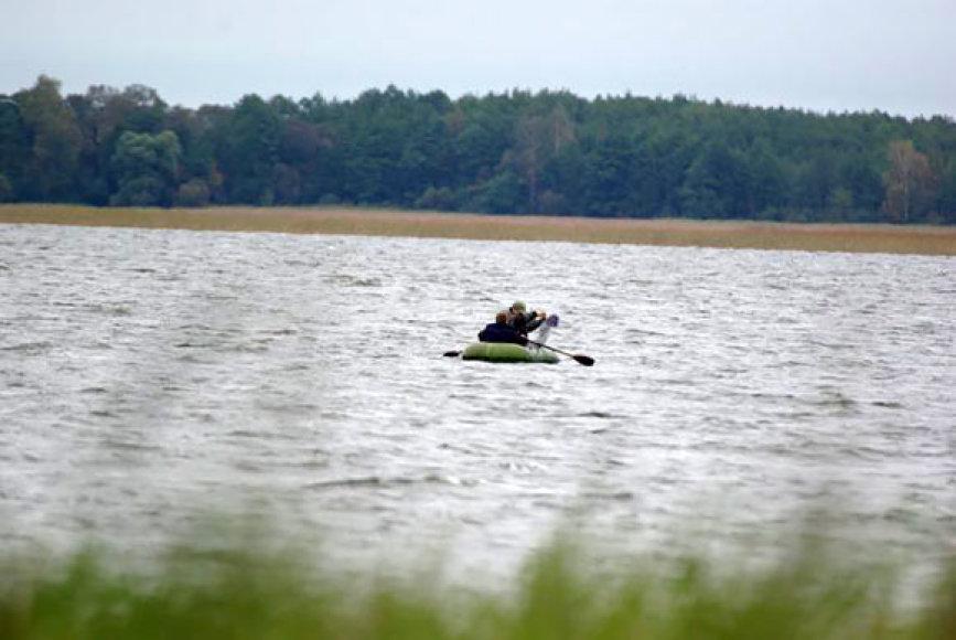 Brakonieriai ežere