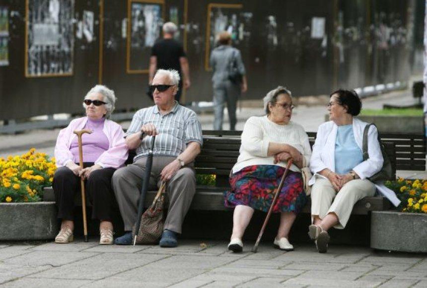 Pensininkai Laisvės alėjoje