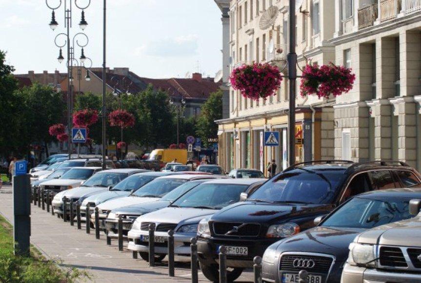 Automobilio stovėjimas Mėlynojoje zonoje atsidūrusiose gatvėse turėtų atpigti iki 4 Lt. Tačiau Vokiečių gatvėje ir toliau teks mokėti 6 Lt.
