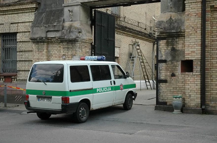 Policija į Lukiškių kalėjimą atvežė suimtuosius