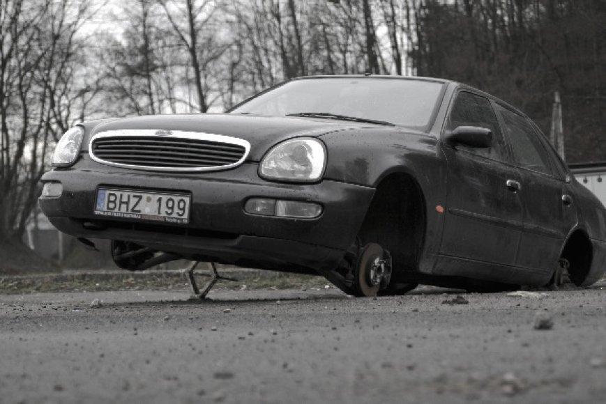 Fotopolicija: Fordas be ratų
