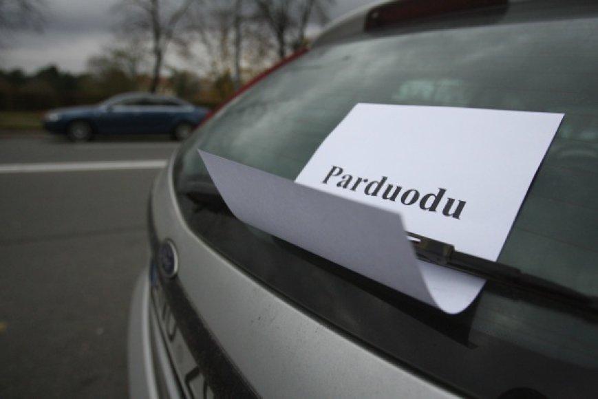 Tariamas automobilio pardavėjas žadėjo prekę į Lietuvą pristatyti per 3-5 dienas, o pirkėjas turėtų bent 10 dienų ją apžiūrėti ir nuspręsti, ar nori įsigyti.