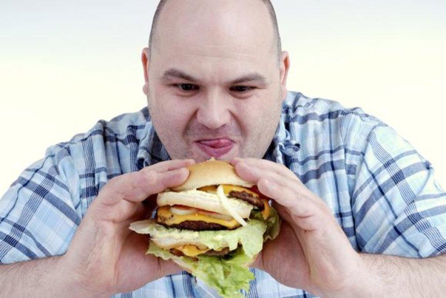 Kelis mėnesius atkakliai laikęsi dietos ir numetę šiek tiek svorio daugelis žmonių vėliau vėl grįžta prie senųjų mitybos įpročių, kai kemšama viskas iš eilės.