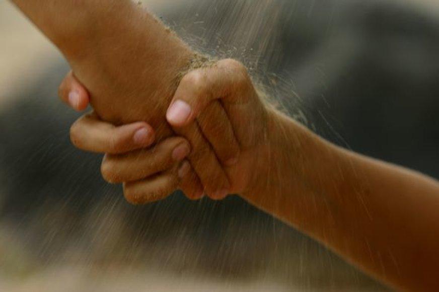 Ar kiekvienas prireikus nedvejodamas ištiestų pagalbos ranką?