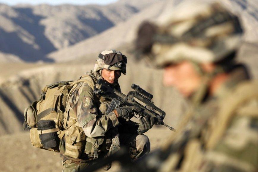 Afganistane šiuo metu tarnauja beveik 150 tūkst. karių iš 47 valstybių. Lietuva vadovauja centrinės Goro provincijos atkūrimo grupei.