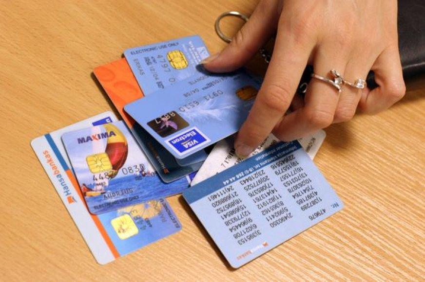Geri ketinimai ir noras pagelbėti radusiajam svetimą kortelę gali kainuoti laiko ir kantrybės.