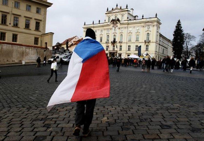 Vyras apsigaubęs Čekijos vėliava