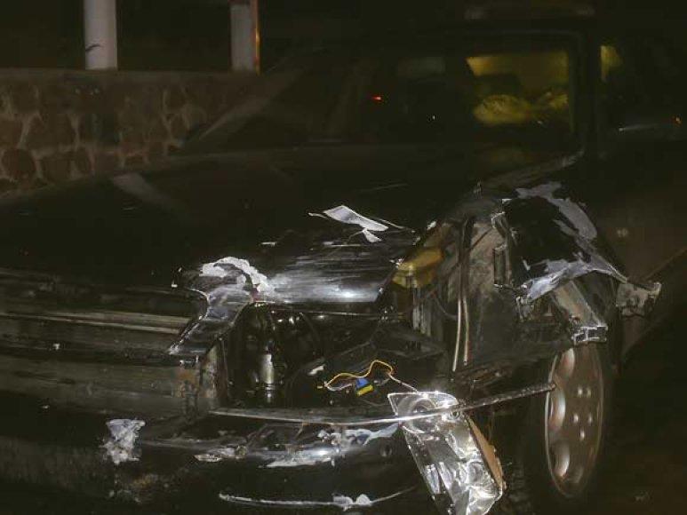 """Per avariją buvo sudaužytas """"Audi A8"""" priekis"""