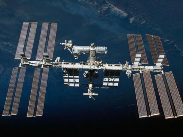 Tarptautinė kosminė stotis ir prie jos prisijungę kosminiai laivai