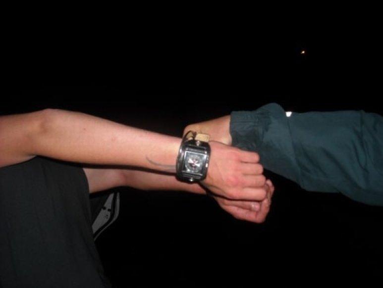 Vagišius pasisavino laikrodį ir nuėjo linksmintis į naktinį klubą.