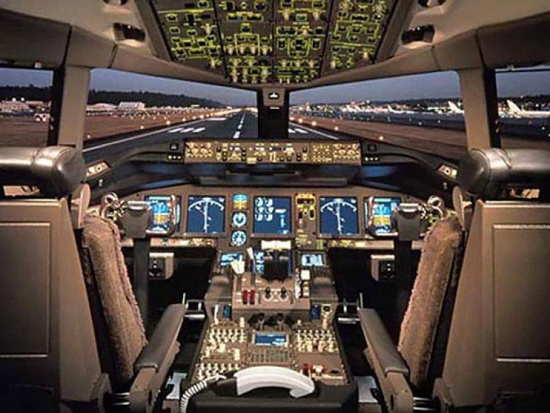 """""""Boeing"""" pilotų kabina"""